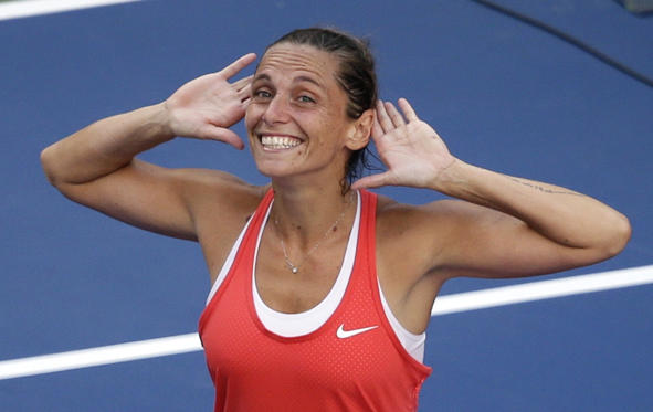 Bild 1 av 47: Roberta Vinci, of Italy, reacts to the crowd after beating Serena Williams during a semifinal match at the U.S. Open tennis tournament, Friday, Sept. 11, 2015, in New York.