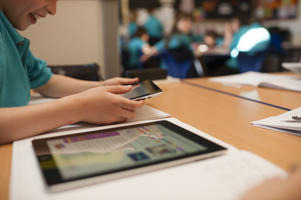 Mobile phones and iPads could be banned from classrooms