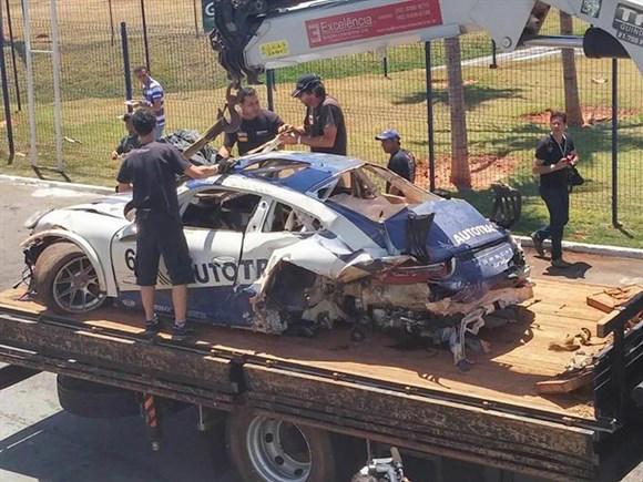 Não sobrou muita coisa do carro de Pedro Piquet.