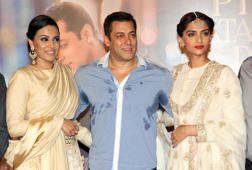 Salman and Sonam unveil 'Prem Ratan Dhan Payo' trailer