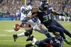 Doug Baldwin of the Seattle Seahawks makes a catch for a touchdown as Quandre Di...