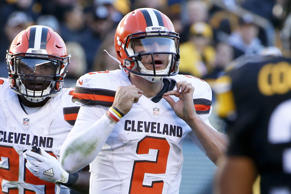 Cleveland Browns quarterback Johnny Manziel (2) plays during an NFL football gam...