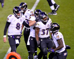 The Baltimore Ravens celebrate after running back Javorius Allen (37) scored a 1...