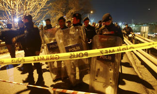 Riot police secure the blast scene in Istanbul, Turkey, December 1, 2015. Five people were injured when a pipe bomb exploded on an overpass near an Istanbul metro station on Tuesday, the district mayor told A Haber television.