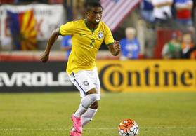 Bayern Münchens brasilianischer Nationalspieler Douglas Costa am 8. September 2015 in Foxborough gegen die USA.