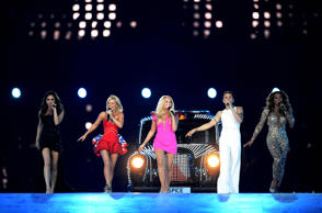 The Spice Girls are in talks to tour with the Backstreet Boys.