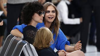 Model Cara Delevingne (R Rear) and singer St Vincent take their seats as they arrive to attend German designer Karl Lagerfeld's Spring/Summer 2016 women's ready-to-wear collection show for fashion house Chanel at the Grand Palais which is transformed into a Chanel airport during the Fashion Week in Paris, France, October 6, 2015. REUTERS/Benoit Tessier