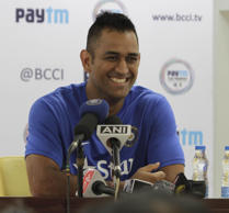 Agarkar questions Dhoni's place in team