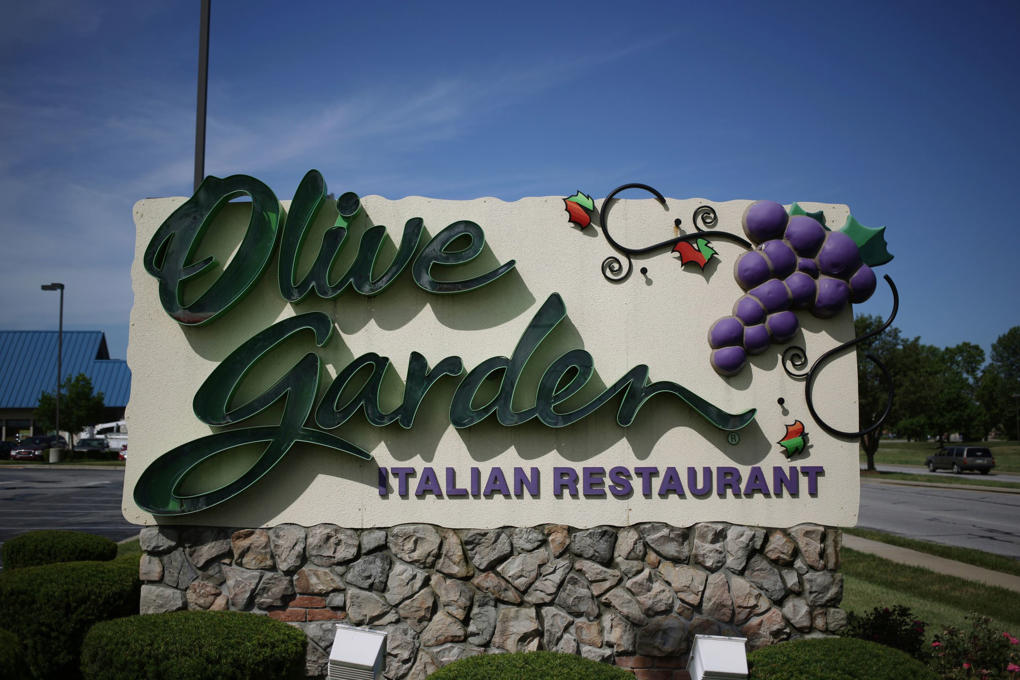 A uniformed Kansas City, Mo., cop hoping to celebrate his birthday with lunch at Olive Garden on Sunday was kicked out because of his duty firearm.