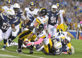 Pittsburgh Steelers running back Le'Veon Bell (26) scores on a one-yard touchdown run with no time remaining against the San Diego Chargers at Qualcomm Stadium.