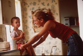 A still from Erin Brockovich in which Julia Roberts plays the role of a single mother.