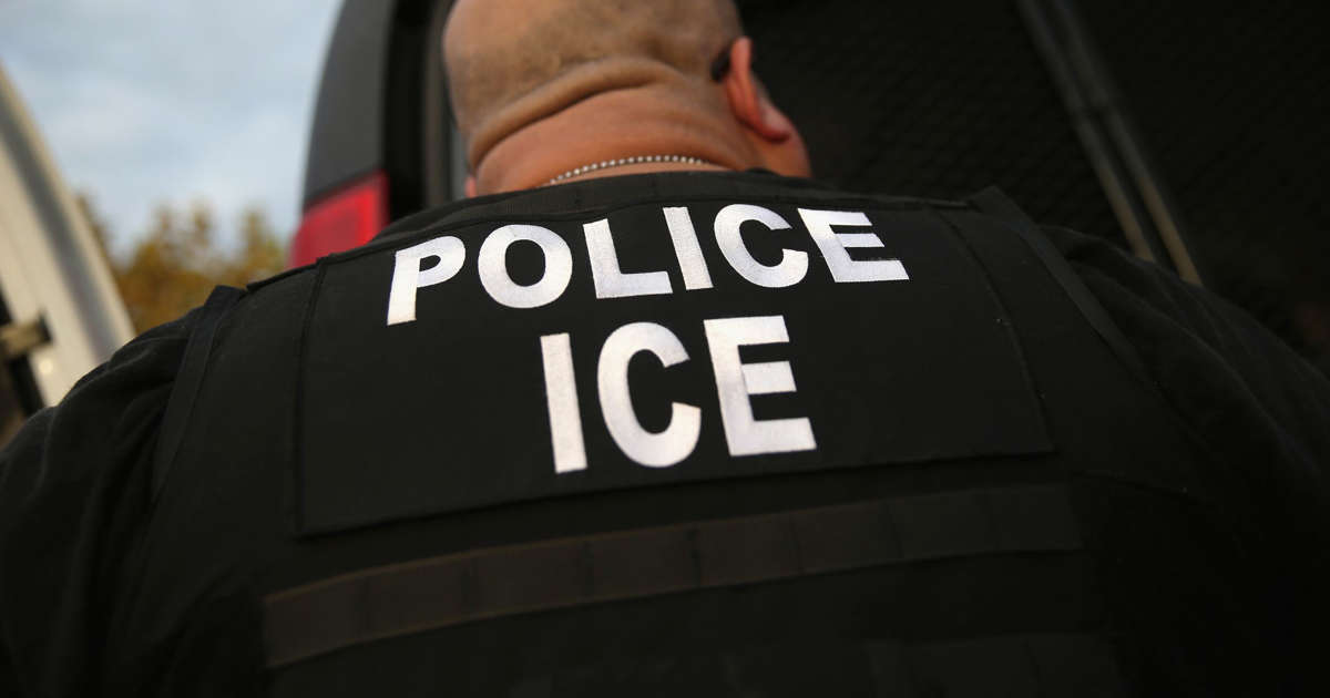 Calif. couple dies in crash after fleeing from immigration agents