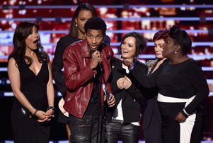 (L-R) TV personalities Julie Chen, Aisha Tyler, Sara Gilbert, Sharon Osbourne, and Sheryl Underwood are interrupted by an unnamed stage crasher (C) as they accept Favorite Daytime Talk Show Hosting Team for 'The Talk' onstage during the People's Choice Awards 2016 at Microsoft Theater on January 6, 2016 in Los Angeles, California.