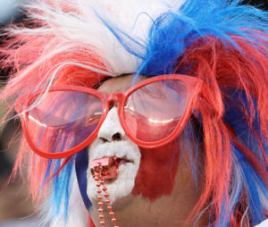 A Chilean fan waits for the start the Copa America Centenario championship soccer match between Argentina and Chile Sunday, June 26, 2016, in East Rutherford, N.J. (AP Photo/Matt Slocum)