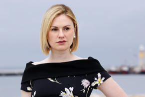 Actress Anna Paquin poses for a photocall for a TV serie 'Roots' during the MIPTV, on April 4, 2016, in Cannes, French riviera. / AFP / VALERY HACHE        (Photo credit should read VALERY HACHE/AFP/Getty Images)