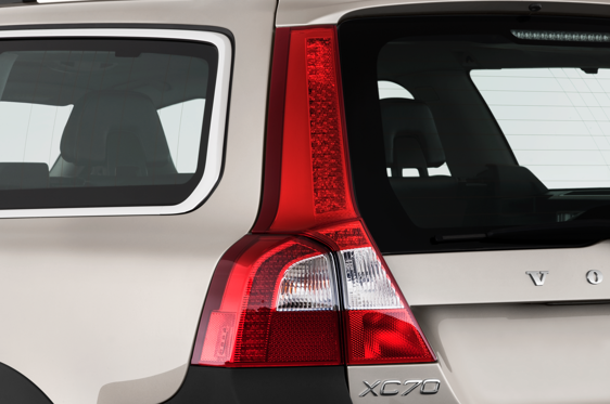 Slide 1 of 25: 2011 Volvo XC70