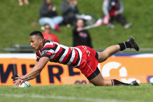 Toni Pulu of Counties Manukau scores a try during the round nine Mitre 10 Cup match between Counties Manukau and Canterbury on October 15, 2016 in Pukekohe, New Zealand.
