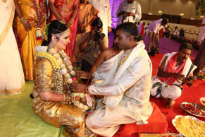 "<p style=""box-sizing:border-box;color:#333333;font-size:13px;line-height:18.5714px;"">Rayane Radikaa and Abhimanyu Mithun partake in wedding rituals.</p>"