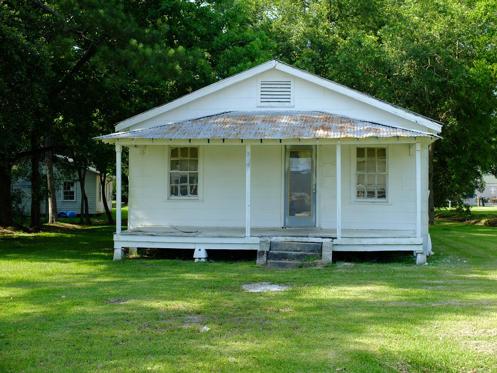 <p>En 1976, soit il y a 40 ans, on pouvait acheter un joli bungalow en banlieue de Montréal pour à peine 50 000 $. En 2016, la même maison vaut au moins 350 000 $. C'est sept fois plus cher. Dans 50 ans, on peut donc calculer qu'une maison familiale normale vaudra 2 450 000 $.</p>