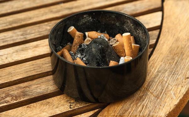 <p>La cigarette est un produit de plus en plus taxé, parce qu'il est plus légitime pour les gouvernements de taxer des produits mortels que des légumes. Donc, si la tendance se maintient, un paquet de cigarettes pourrait valoir jusqu'à 50 $ dans 50 ans.</p>