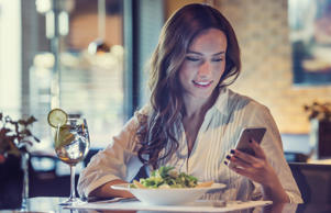 "The 17 Rudest Things You Can Do in a Restaurant: <p>Dining out is meant to be a fun and pleasant experience. We show up, sit down, order, eat, pay, and leave. Though it should be easy to <strong><a href=""http://www.thedailymeal.com/eat/here-are-12-things-you-should-never-do-fancy-restaurant"">simply avoid being a rude customer</a></strong>, plenty of otherwise polite people end up being rude to not only the restaurant staff, but to their dining companions as well.</p>"