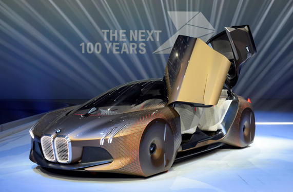 Diapositiva 1 de 28: The BMW vision car 'The next 100 years' stands at a stage after a celebration show marking the 100th anniversary of BMW on March 7, 2016 in the Olympic hall in Munich, southern Germany.  BMW began as a producer of aircraft engines in Germany during World
