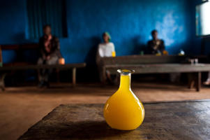 Alcohol made of honey is called 'tej'. In the backgound, some clients in a cheap tavern.