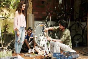 A still from the teaser of Dear Zindagi via YoTube.