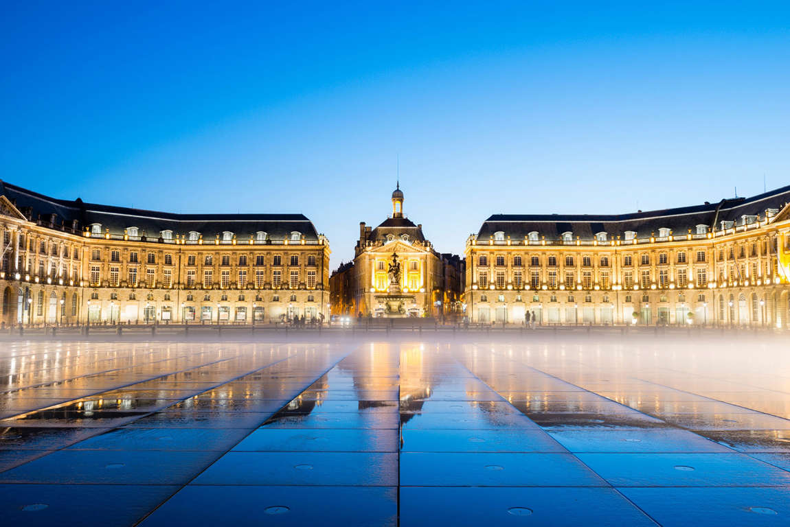 La place de la Bourse © Justin Foulkes/Lonely Planet
