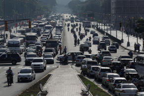 A general view shows traffic along a main avenue in Caracas, Venezuela October 28, 2016.