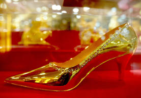 A golden shoe that weighs more than a kilogram is shown in a store on September 9, 2008 in Shenyang, northeast China . The shoe is designed by 3 stylists and made by 5 artificers, and the price of the shoe is 280,000RMB (41,000USD). (Photo by Zhang Wenkui/ChinaFotoPress/Getty Images)