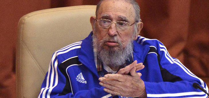 Fidel Castro en abril de 2016, usando uno de sus clásicos buzos Adidas.