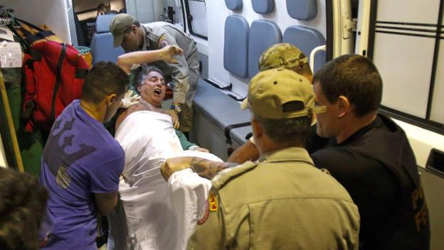 Garotinho deixa o Hospital Souza Aguiar, no centro do Rio, para Bangu