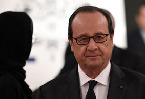 French President Francois Hollande arrives in Abu Dhabi on December 2, 2016.