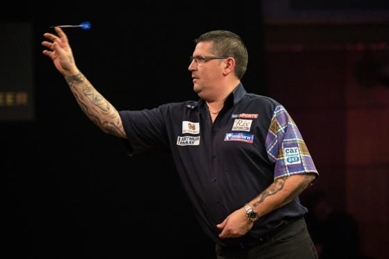 Singha Beer Grand Slam of Darts, Wolverhampton - 20 Nov 2016 Gary Anderson during the 2016 Singha Beer Grand Slam of Darts at Wolverhampton Civic Hall, Wolverhampton