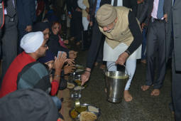 PM Modi serves 'langar' at Golden Temple
