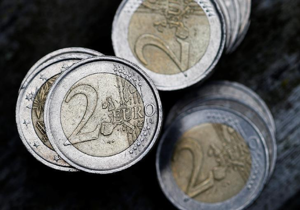 Euro hits near two-year low after Italy's Renzi loses reform referendum