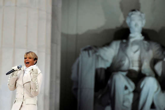 Diapositiva 4 de 17: Mary J. Blige performs at the Obama Inauguration Celebration on the steps of the Lincoln Memorial in Washington, D.C., Sunday January 18, 2009.  (Photo by Brian Baer/Sacramento Bee/MCT via Getty Images)