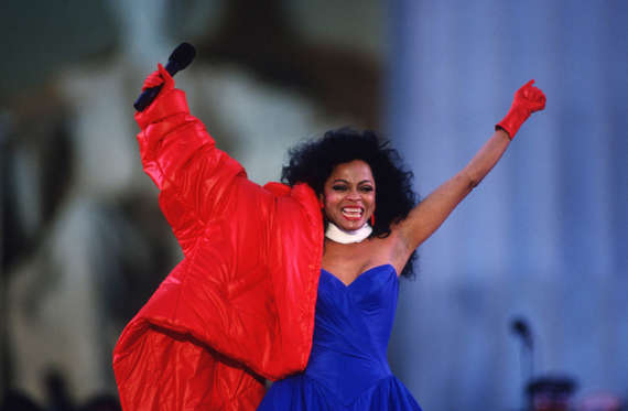 Diapositiva 11 de 17: Diana Ross performs in front of the Lincoln Memorial January 17, 1993 in Washington, DC. Numerous musicians and performers gathered in front of the Memorial to celebrate the inauguration of President Bill Clinton. (Photo by Cynthia Johnson/Liaison Cynthia Johnson/Getty Images/Getty Images