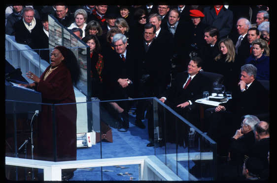 Diapositiva 10 de 17: 291428 22: Opera singer Jessye Norman sings during Bill Clinton's presidential inauguration January 20,1997 on Capitol Hill in Washington, DC. Clinton became the first Democrat to serve two terms in office since Franklin Delano Roosevelt, and appointed more women to cabinet positions than any other president. (Photo by Porter Gifford/Liaison)