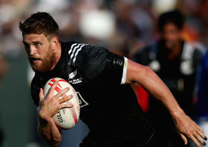 Scott Curry of New Zealand runs with the ball during day two of the Emirates Dubai Rugby Sevens on December 2, 2016 in Dubai, United Arab Emirates.