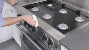 How to Deep-Clean a Kitchen Range