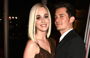 BEVERLY HILLS, CA - FEBRUARY 26: (EXCLUSIVE ACCESS, SPECIAL RATES APPLY) Singer Katy Perry (L) and actor Orlando Bloom attend the 2017 Vanity Fair Oscar Party hosted by Graydon Carter at Wallis Annenberg Center for the Performing Arts on February 26, 2017 in Beverly Hills, California. (Photo by Dave M. Benett/VF17/WireImage)