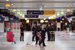 Police remove security cordons at the main train station of Duesseldorf, western Germany