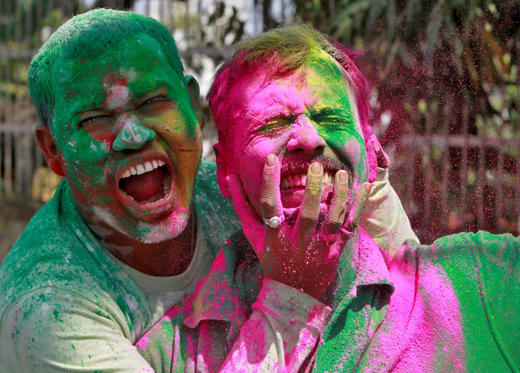 Slide 1 de 36: Men, whose faces are smeared with coloured powders, react as they celebrate Holi, the Festival of Colours, in Agartala, India March 13, 2017. REUTERS/Jayanta