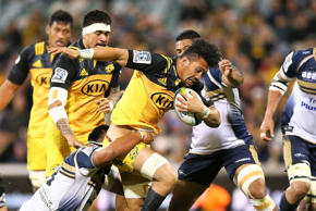 Ardie Savea of the Hurricanes runs the ball during the Super Rugby Quarter Final...