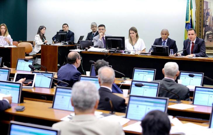 Comissão aprova texto-base da reforma política
