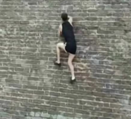 Real-life Spiderman climbs vertical brick wall