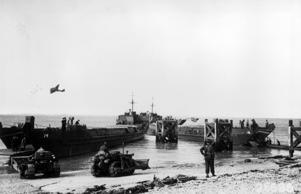 19th August 1942:  Armoured vehicles used in the raid on Dieppe return to Britain.  (Photo by Keystone/Getty Images)