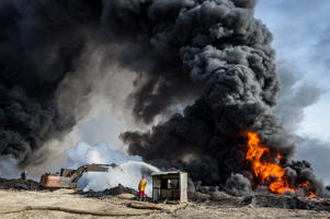 An oil field in Iraq set on fire by ISIS jhiadist while retriting
